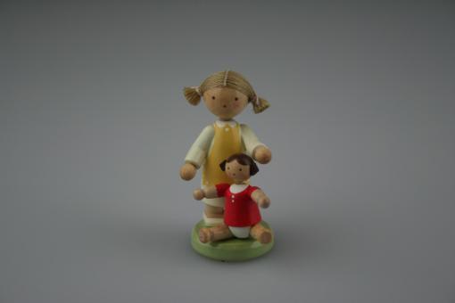 Flade Mädchen mit Puppe